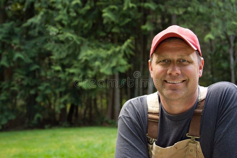 Trabajador sonriente del hombre foto de archivo