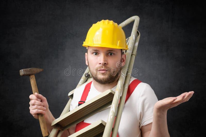 Trabajador torpe con las herramientas imagenes de archivo