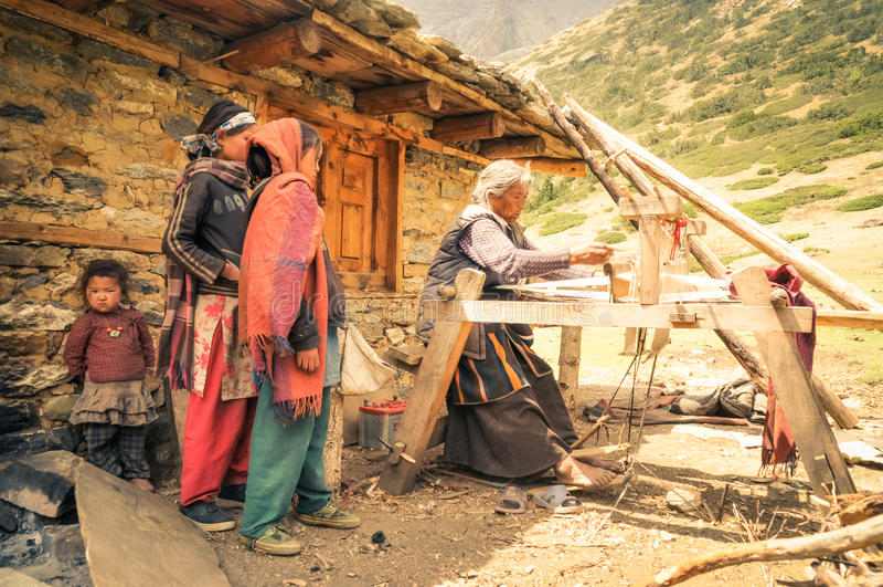 Trabajadora en Nepal imagen de archivo