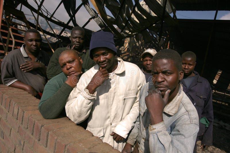 Trabajadores de un molino de madera fotos de archivo libres de regalías