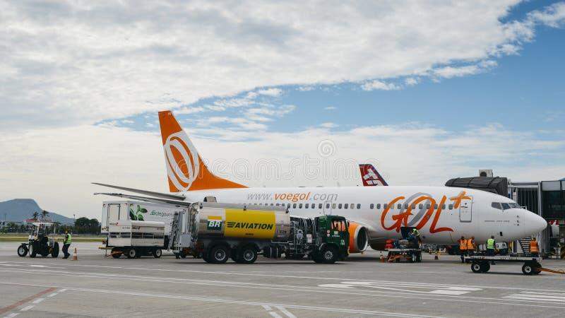 Trabajadores del aeropuerto en el ` s Santos Dumont Airport de Rio de Janeiro imagen de archivo libre de regalías