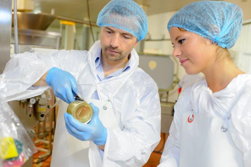 Trabajadores del equipo en la fábrica de la comida imagen de archivo libre de regalías