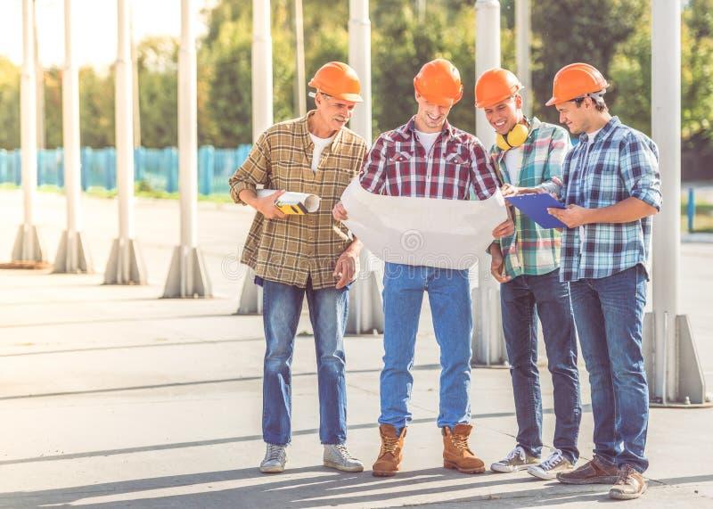 Trabajadores del sector de la construcción fotos de archivo libres de regalías