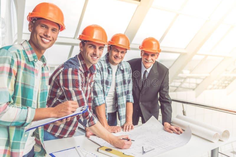Trabajadores del sector de la construcción imagen de archivo libre de regalías