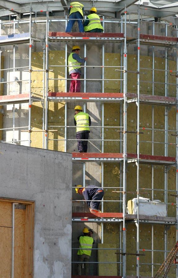 Trabajadores en apuntalamiento imagen de archivo