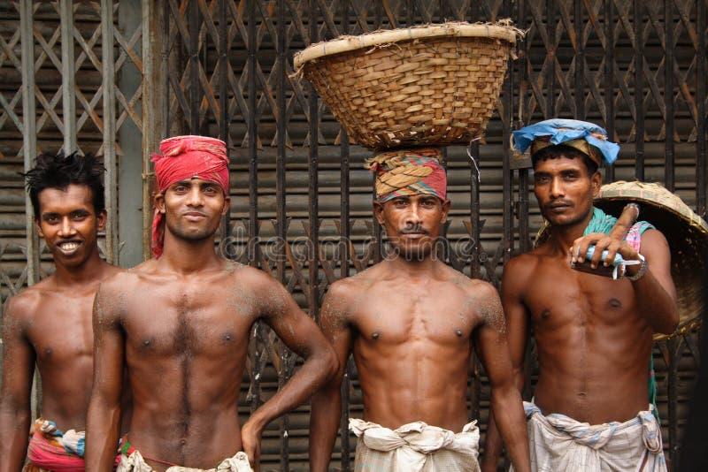 Trabajadores en Dacca vieja foto de archivo