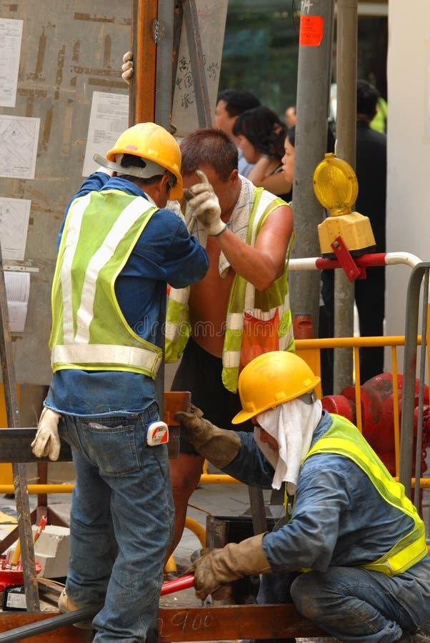 Trabajadores en el nivel de la calle foto de archivo