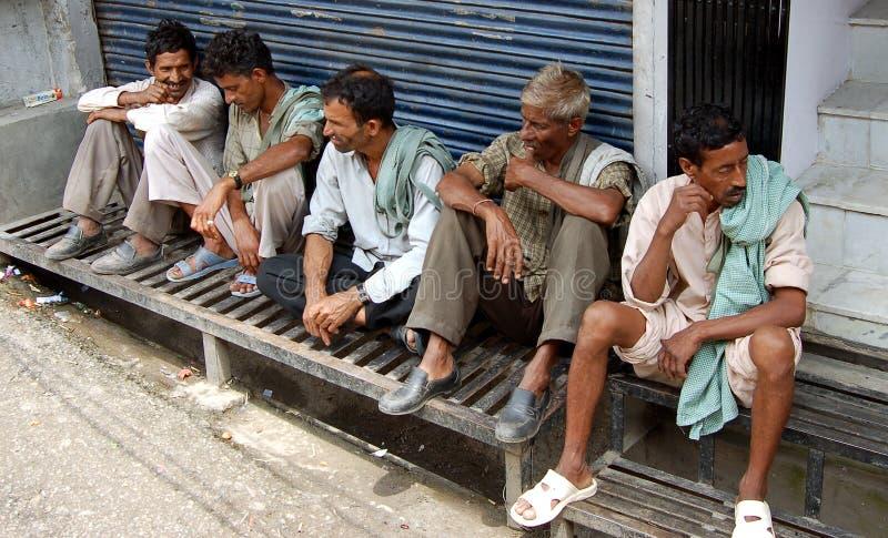 Trabajadores indios que esperan a patrones foto de archivo libre de regalías