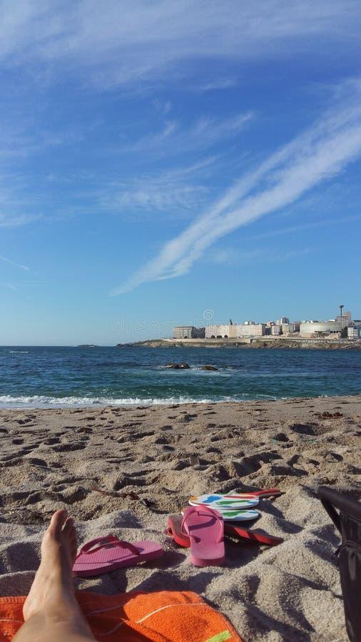 Trabajando en la playa royalty free stock images