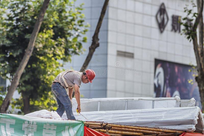 Trabajo de los trabajadores emigrantes imagenes de archivo