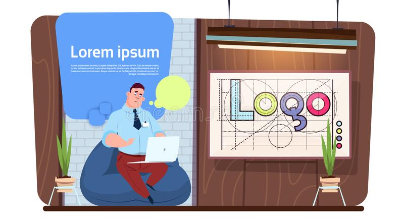 Trabajo de Using Laptop Computer del oficinista o del diseñador del hombre en espacio creativo moderno stock de ilustración