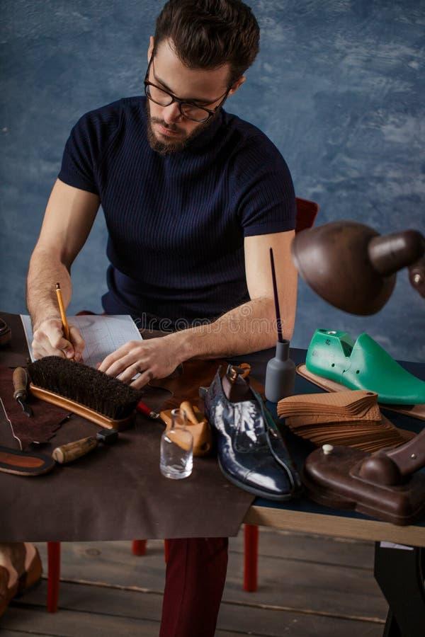 Trabajo del diseño del zapato, lancero libre foto de archivo