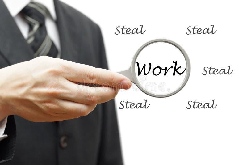 Trabajo duro no robar - concepto del negocio con el hombre de negocios y el magn imagen de archivo