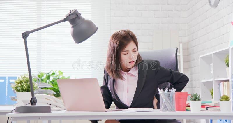 Trabajo excesivo de la empresaria de Asia foto de archivo libre de regalías