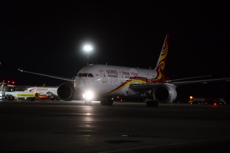 Trabajo nocturno en el aeropuerto internacional de Pulkovo imagen de archivo libre de regalías