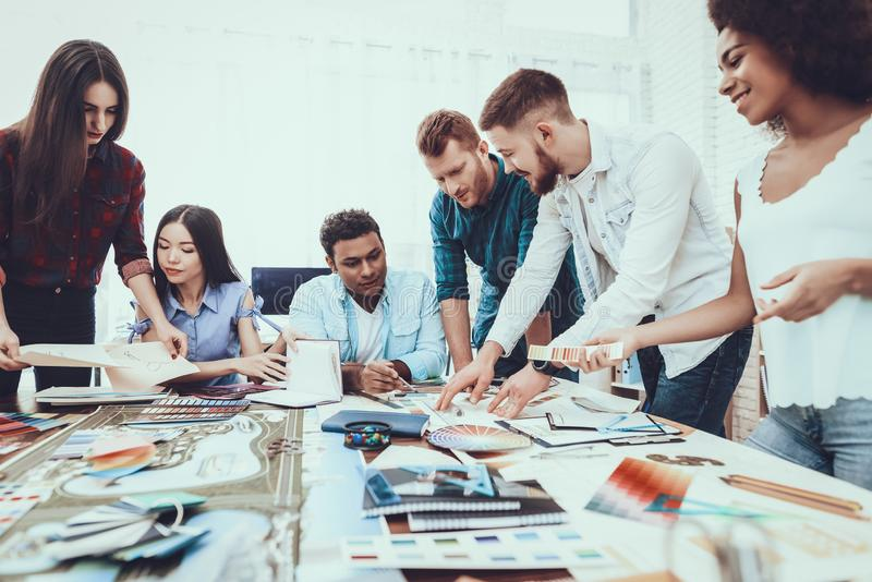 trabajo Oficina brillante Empresaria brainstorming imagen de archivo