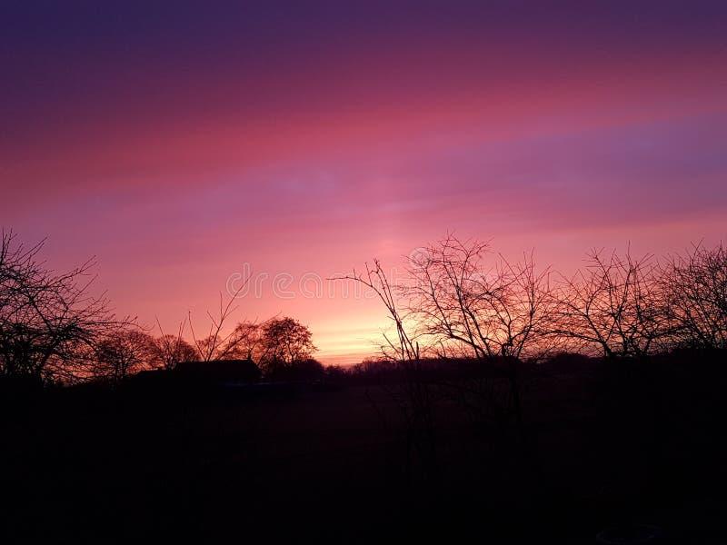 Trabajo rojo del cielo de Sun de la mañana imágenes de archivo libres de regalías