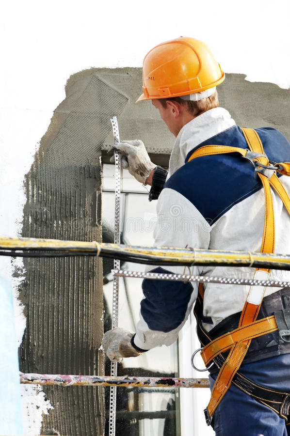 Trabajos de la detención y de la máquina de alisar o cepillar de la fachada imagen de archivo libre de regalías