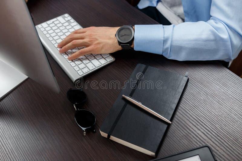Trabajos del hombre de negocios imagen de archivo