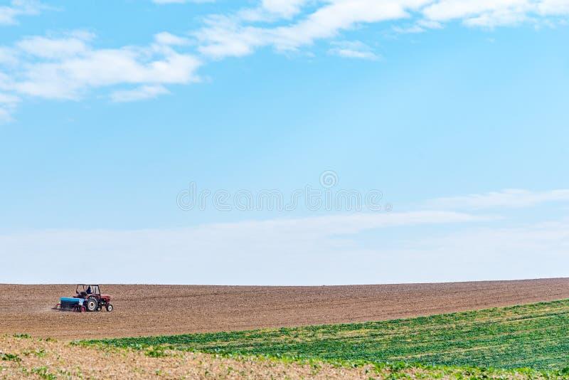 Trabajos en el terreno del otoño foto de archivo