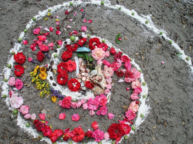 Trabajos espirales mágicos, altar del wicca Religión pagana imágenes de archivo libres de regalías