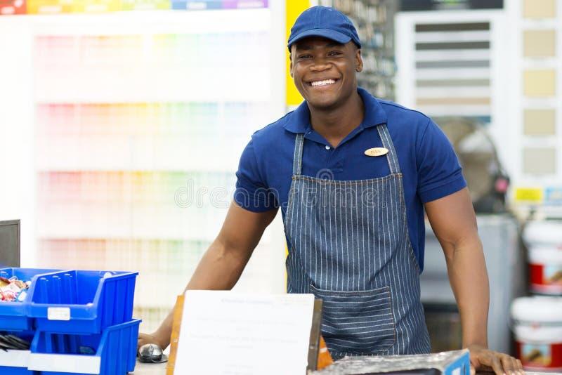 Trabalhador africano da loja da pintura fotos de stock