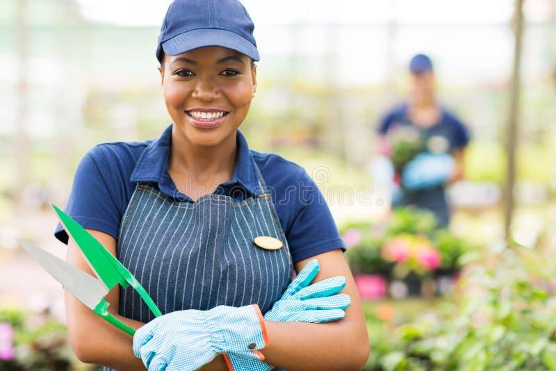 Trabalhador africano do berçário imagens de stock