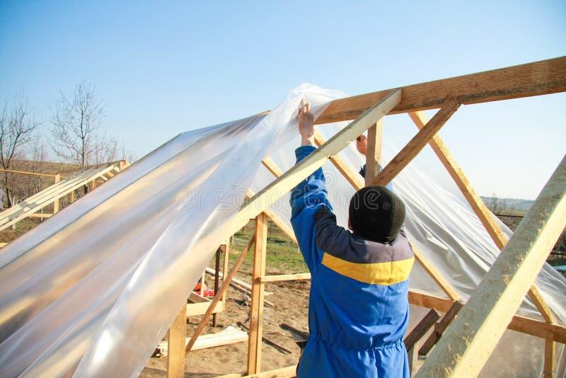 Download Trabalhador da construção imagem de stock. Imagem de céu - 12809185