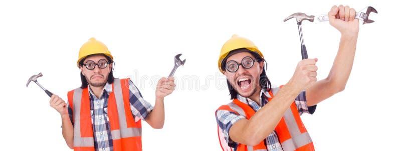 Trabalhador da construção engraçado com o martelo e a chave isolados no whi foto de stock