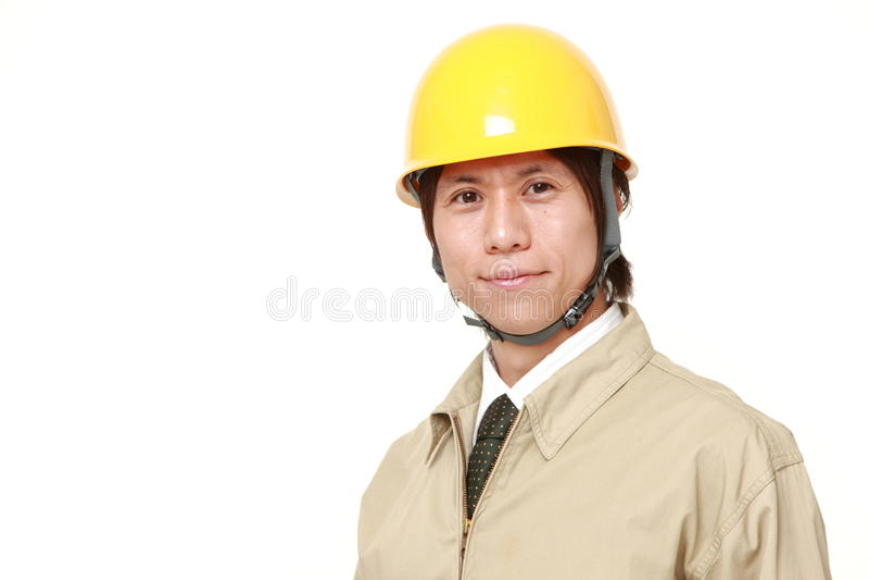 Trabalhador da construção japonês novo de sorriso fotos de stock royalty free