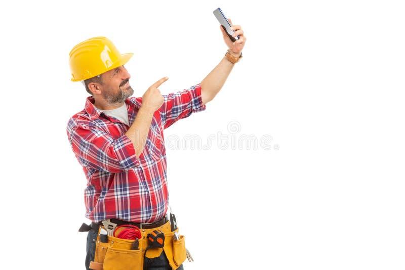 Trabalhador da construção que toma o selfie imagem de stock