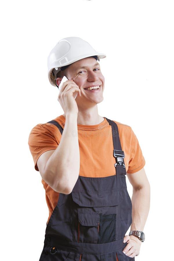 Trabalhador da construção que usa o telefone celular imagens de stock royalty free