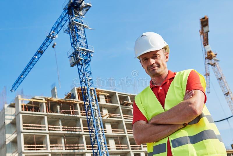 Trabalhador da constru??o na ?rea de constru??o imagens de stock