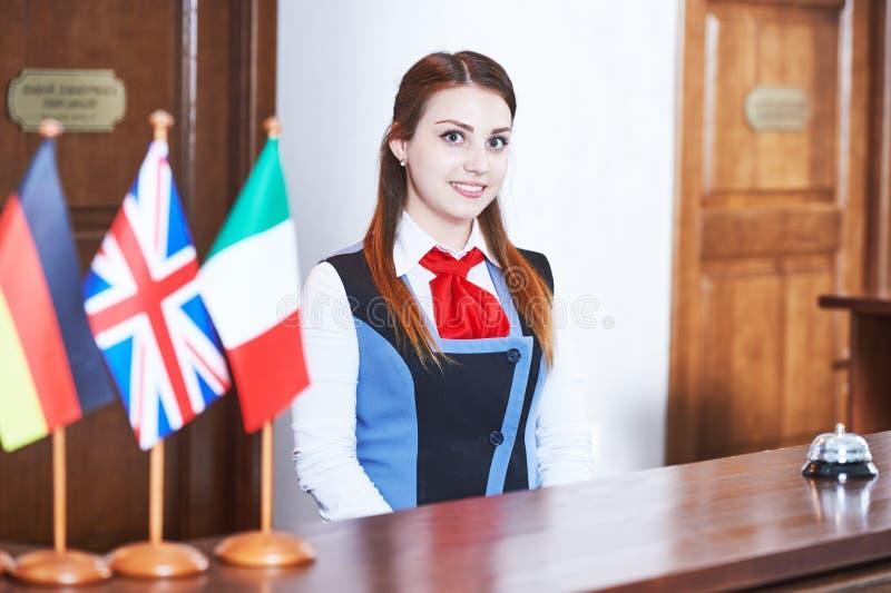 Trabalhador da recepção do hotel fotografia de stock royalty free