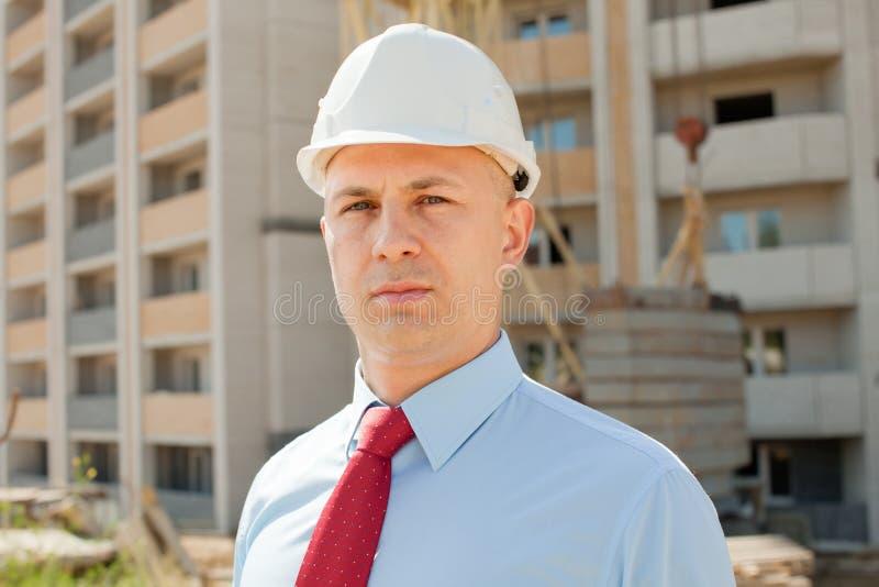 Trabalhador de colar branco no local de edifício fotos de stock