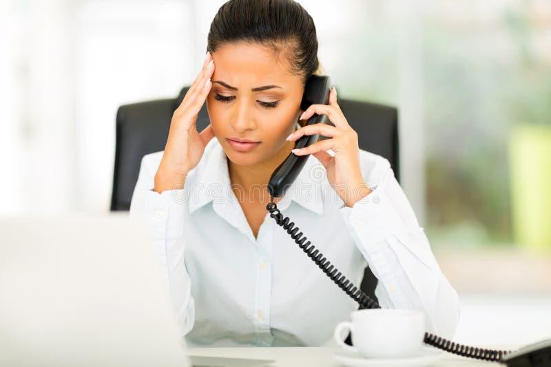 Trabalhador de escritório confuso imagem de stock royalty free