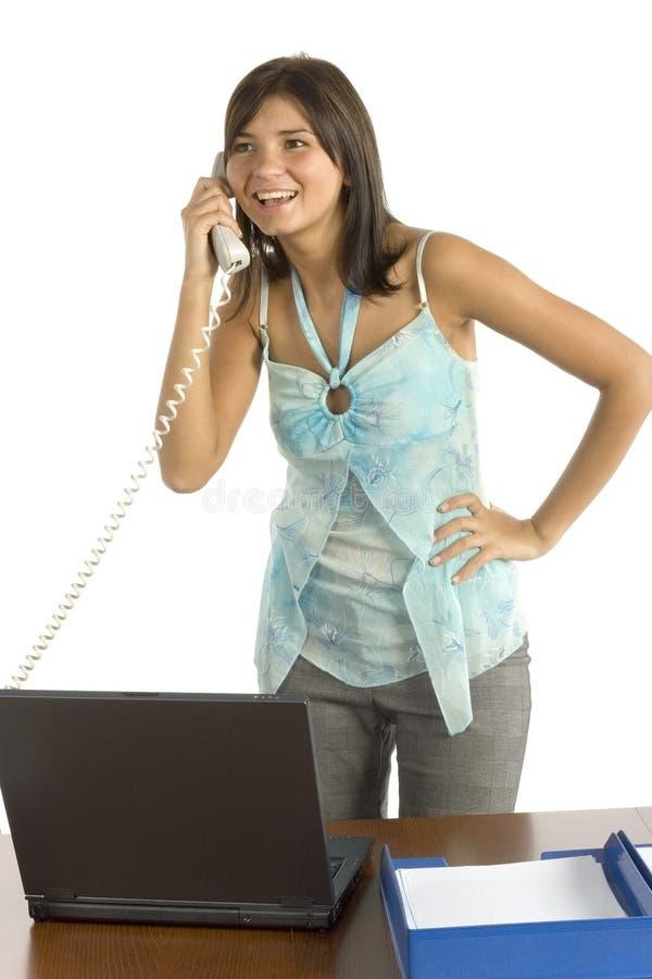 Trabalhador de escritório fêmea no telefone fotografia de stock royalty free