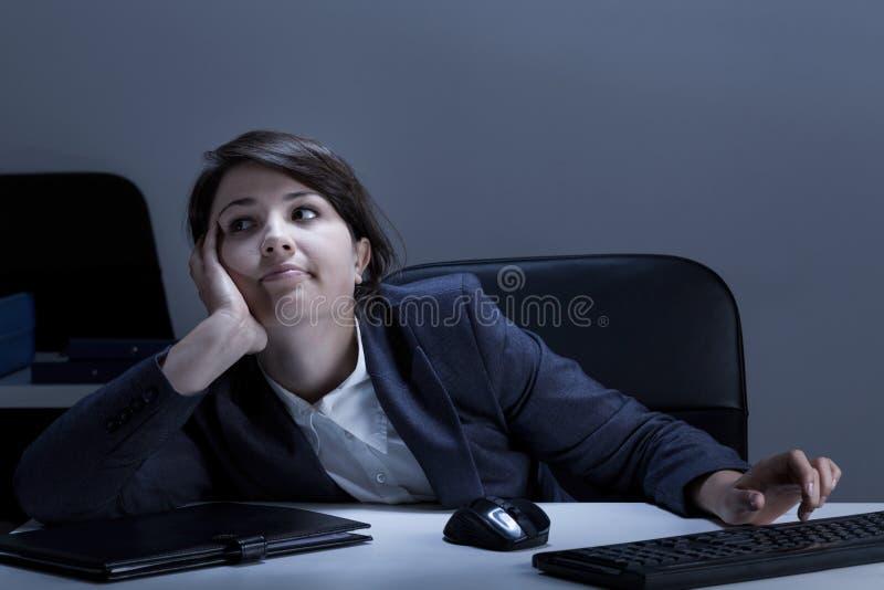 Trabalhador de escritório furado imagem de stock royalty free
