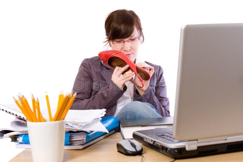 Trabalhador de escritório furado, isolado no branco fotografia de stock royalty free