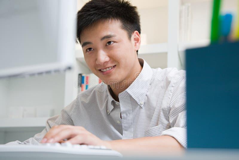 Trabalhador de escritório masculino foto de stock royalty free