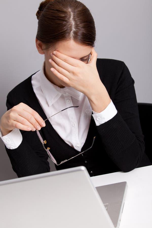 Trabalhador de escritório triste foto de stock