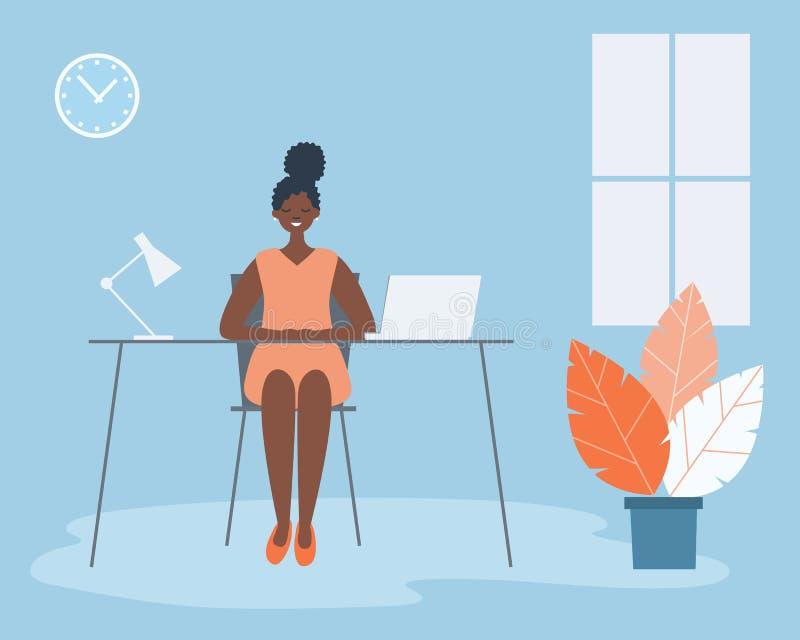 Trabalhador de escrit?rio no local de trabalho A mulher negra nova está sentando-se na mesa na sala azul do escritório ilustração stock