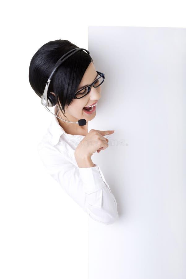 Download Trabalhador Do Centro De Chamadas Que Prende A Placa Em Branco Do Sinal Foto de Stock - Imagem de fundo, communication: 26516048