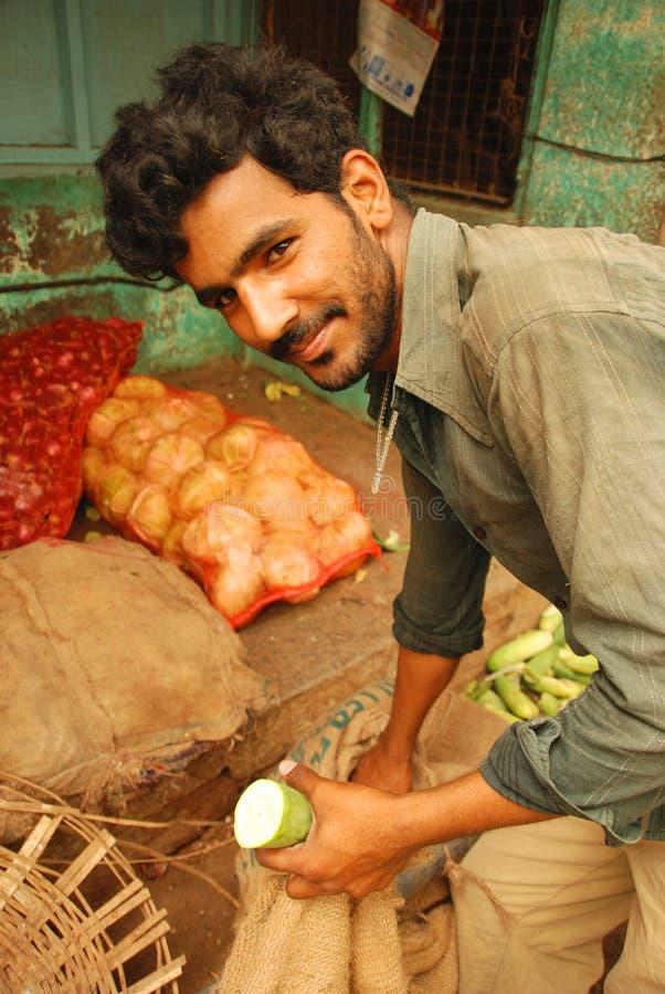 Trabalhador do mercado na Índia fotografia de stock royalty free