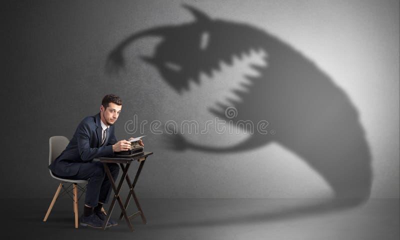 Trabalhador duro receoso do monstro assustador imagem de stock royalty free