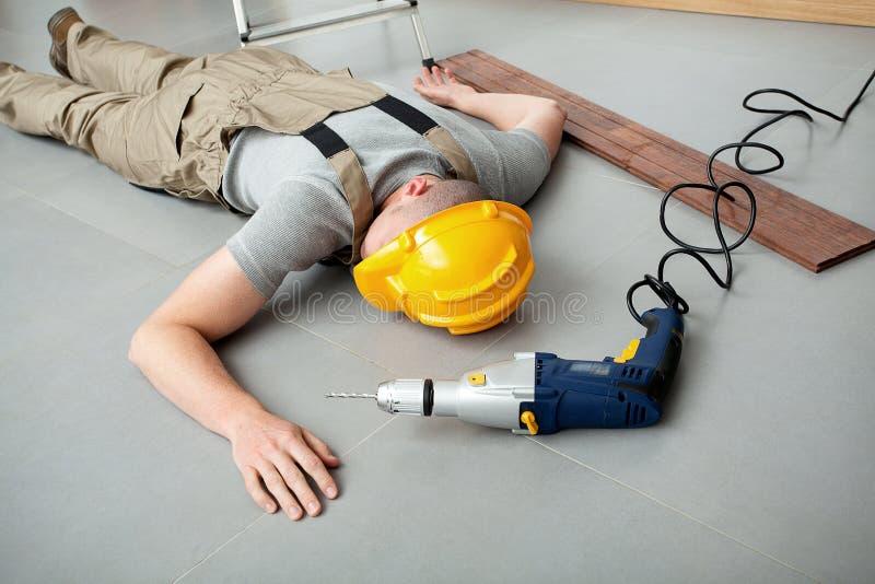 Trabalhador ferido no trabalho imagens de stock