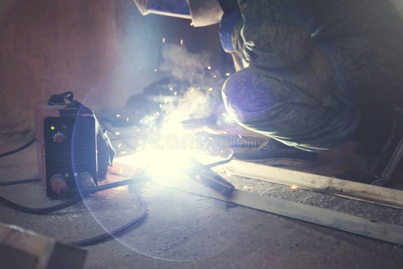 Trabalhador industrial do soldador fotos de stock royalty free