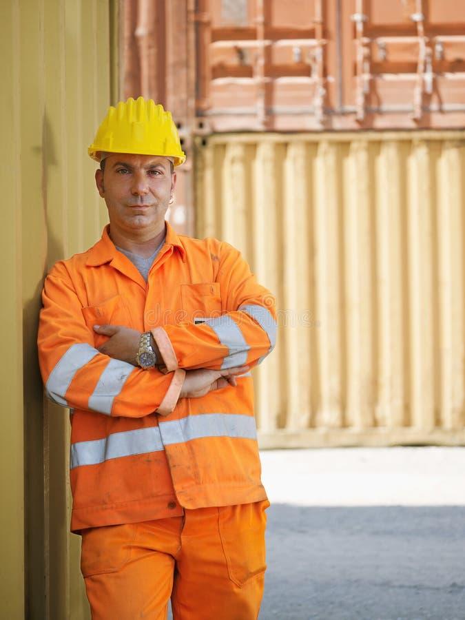 Trabalhador industrial no armazém fotografia de stock royalty free