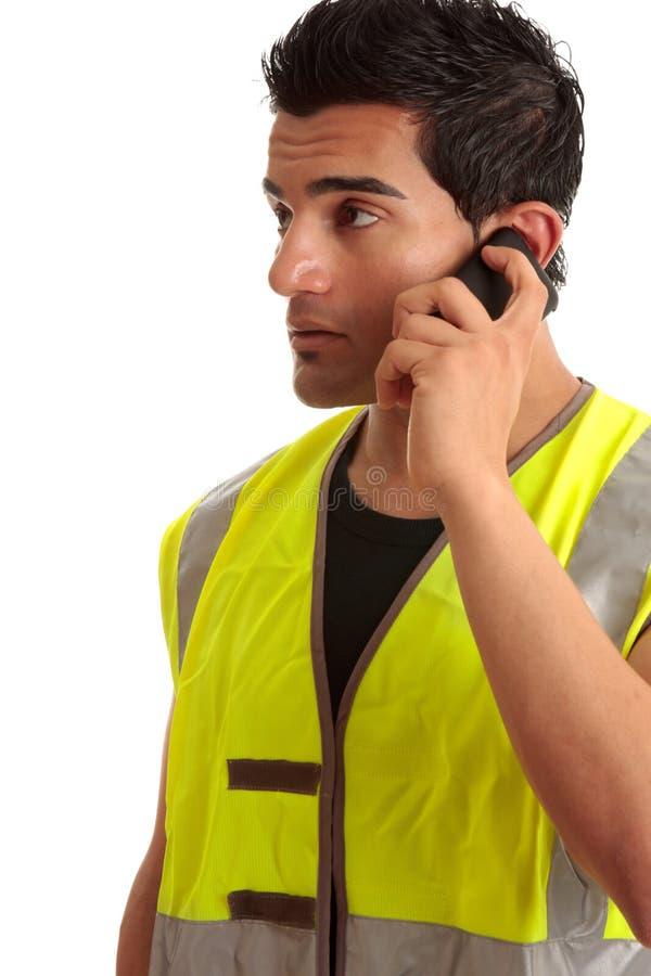 Trabalhador manual do comerciante no telefone imagem de stock