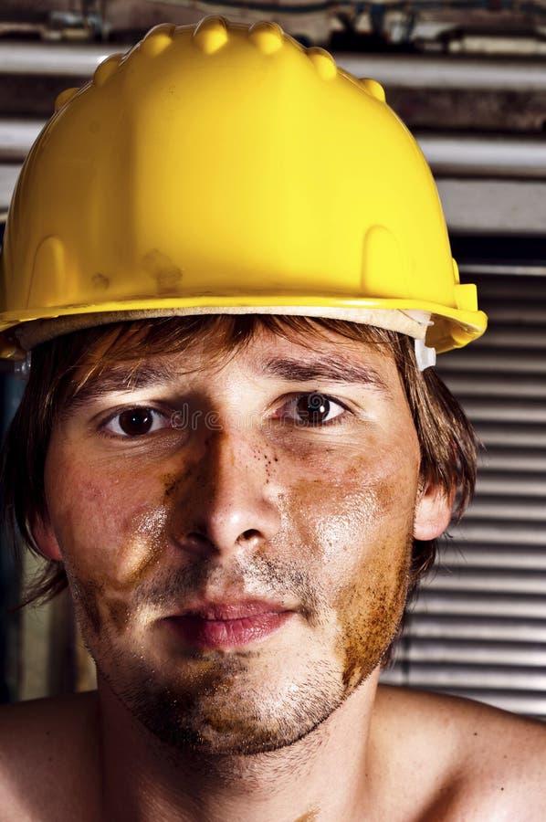 Trabalhador no capacete amarelo imagem de stock royalty free